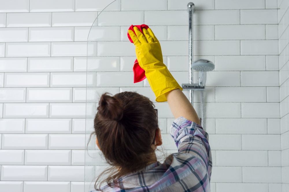 Bathroom cleaning 7 tips and hacks you need to know for Cleaning bathroom tips